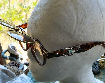 Customized Flip Up round sunglasses, jeweled Scorpion, thick plastic frames, retro, Steampunk, festival, cosplay, convention