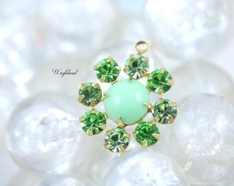 Rhinestone Daisy Flower Swarovski Crystal Pendant Charm Set Stones Brass Setting 19mm Chrysolite Peridot & Light Green - 1