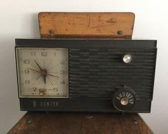 Brown Clock Radio, Zenith Tube Radio, 1960s Radio, Model M507C, Works, Mid Century Radio, Vintage Tube Radio, AM Radio, Chocolate Brown