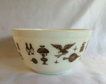Sale Early American 1 1/2 Quart Pyrex Bowl