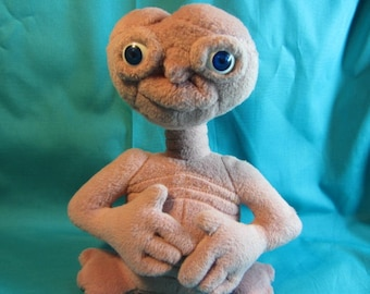 1988 E.T. Extra Terrestrial Plush by Applause Universal Studios , Movie Childs Toy, 1980's Popular Movie and Toy, ET Toy, ET Plush