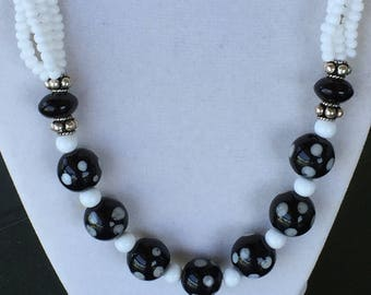 White and Black - Necklace and Earring Set