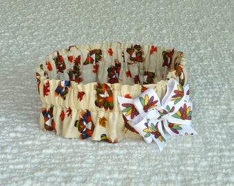 "Dog Ruffle Collar, Thanksgiving Dog Scrunchie Collar-Turkeys in Hats with turkey bow - XL: 18"" to 20"" neck"