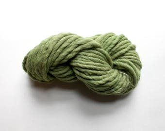 Naturally Dyed Green Yarn, Super Bulky Skein 100gm, Hand Dyed Chunky Yarn, Natural Green Dye Quick Knitting, Knit Natural Flower Dyed Yarn