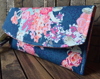 Navy Floral Clutch, Navy and Pink Wedding Clutch, Navy Wedding Wristlet, Navy and Pink Bridesmaids Gift, Wedding Wristlets, Pink Wedding Bag