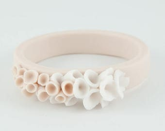 SALE Ecru and white  ceramic porcelain bracelet bangle with cluser white abstract flower decoration - Cottesloe
