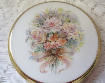 White Wedding Bouquet Design Stratton Compact Vintage With Flower Design