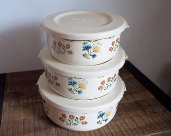 Set of Three Vintage Kobe Floral Nesting Enamel Bowls with Lids