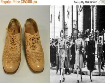 Anniversary Sale 35% Off Doing Our Bit - Vintage WW2 1940s Warm Beige Leather & Mesh Oxfords Shoes Lace Ups - 6C