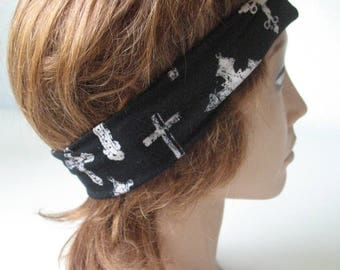 Gothic headscarf with a twist
