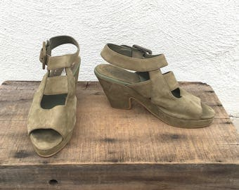 90s Platform Olive Green Suede Ankle Strap Sandals 40s Inspired Chunky Heel Boho Hippie by Zodiac Ladies Size 6