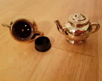 Vintage Teapots Salt and Pepper Shakers