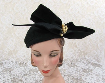 LaVerle Black Fur Felt Hat with large bow and pearl accent - 1940s