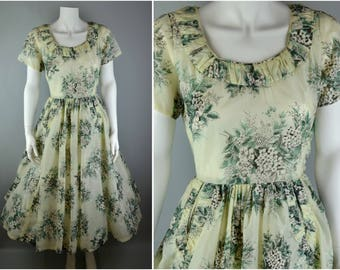 "50s full skirt dress in pale green with pockets B36"" W25"" UK 8 10 US 4 6 S ruched floral print summer vintage nylon day sun white pastel"