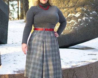 SUMMER SALE 50s style plaid winter skirt with pockets and pleats, size US 8, gray plaid wool / wool skirt / vintage style skirt /vintage rep