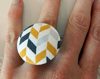 Adjustable ring, yellow and white graphic fabric
