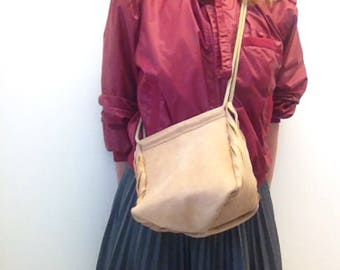 Leather shoulder bag with cutted details natural