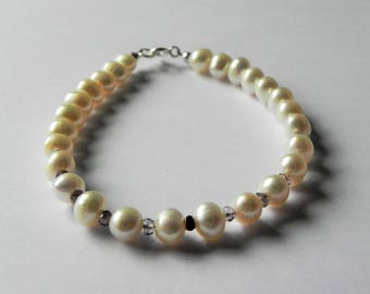 Freshwater pearl and spinel gemstone bracelet