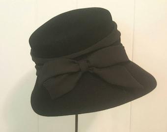 Classic Vintage Late 1940s Women's Tilt Fedora Hat. Black. Small