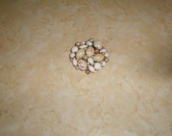 vintage pin brooch silvertone white glass opalescent faux pearls