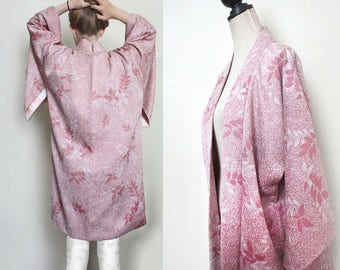 Vintage Silk Haori Gown/ Light jacket. Pink. white. leaves, Floral. Feminine romantic. Size XS/S/M