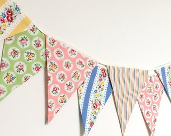 ON SALE Summer Shabby Chic Fabric Banners, Bunting, Garland, Wedding Bunting, Pennants, Flags - 3 yards