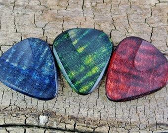 ONE Dyed Wooden Guitar Pick -(Choose Wood Type, Color and Design) - Wood Guitar Pick - Guitar Pick - Custom Guitar Pick - LASER ENGRAVED