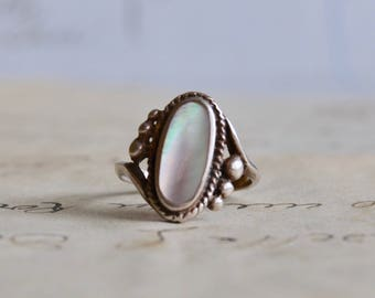Vintage Sterling and Shell Ring - Size 5