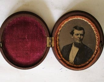 TINTYPE photo in GUTTA-PERCHA case. victorian piece in almost new condition, see description area for more info'