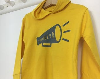 NEW Kidswear Yellow Long Sleeved Hoodie T-shirt Welsh Text Swnllyd Noisy Grey Unisex