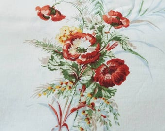 Vintage 70s twin bed flat sheet / Poppies roses red coral flowers / mid century floral  / bedding linens / cutter quilt crafts sewing