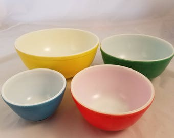 Pyrex Vintage Nesting Bowl Set of 4 Primary Colors Mixing