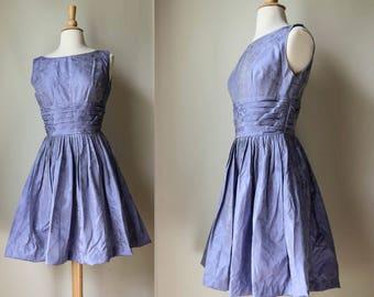 1950s 1960s Lilac Purple Gray Sheen Metallic Floral Textured Taffeta Formal Party Dress XS