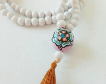 Bohemian wooden necklace with wooden bead and tassel