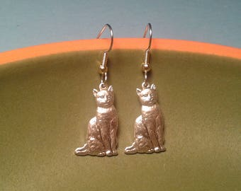 Silver Tone Sitting  Cat Earrings.