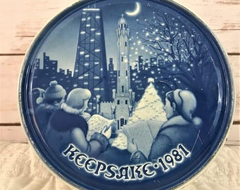 1981 Christmas Keepsake Fruitcake Tin, Chicago Skyline, Blue and White
