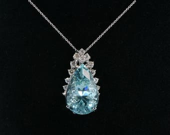 A glamorous 20.00 Ct natural aquamarine and diamond vintage necklace