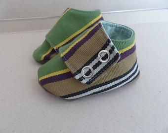 chaussons espadrille 3/6 mois Petits Petons coton rayé vert, beige et jaune et jersey brun