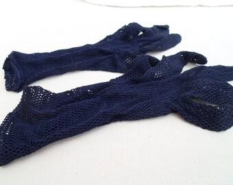 Navy nylon mesh wrist length gloves