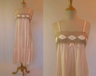 1970s Vintage - Vintage Nightgown - Pink Nightgown With Lace Bodice - Bust 86 cm