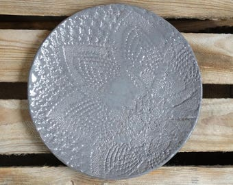 gray round plate, ceramic tableware, home decor, table decoraion, decotarive plate with floral pattern, crotchet lace texture