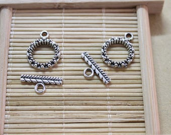 20 toggle clasps in silver metal