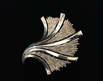 "Vintage 1960's Rare Trifari ""Stylin' Fan"" Brooch (Tier 3)"