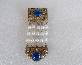 Vintage Dangling Brooch With White Beads // 2