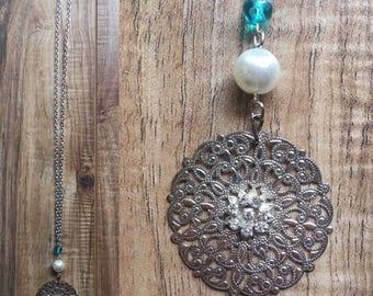 "Shiny ""diamond"" metal pendant necklace"