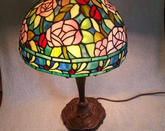 stained glass lamp floral motif dale tiffany