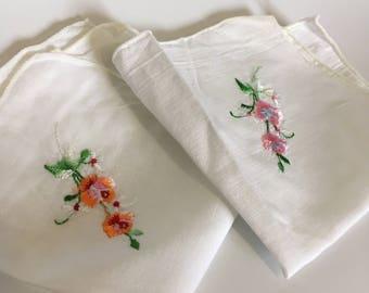 Set of 2 Vintage Ladies Hankerchiefs -  Flowers