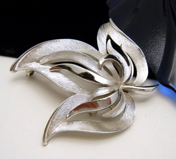 Elegant Silvertone  Open Work Leaf Brooch 1960s Signed Crown Trifari