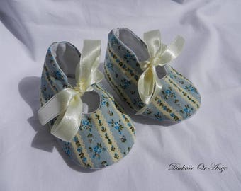 Baby shoes in cream and blue cotton patterned blue flowers - 1/3 months