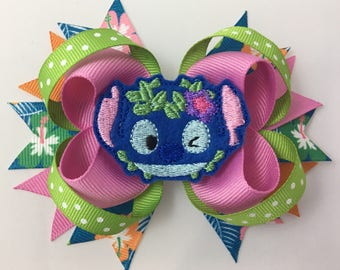 Loopy Hairbow with Stitch Feltie in the center - Stitch Hairbow - Hairbow for girls - Embroidered Feltie - Character Hairbows- Hawaiian bow